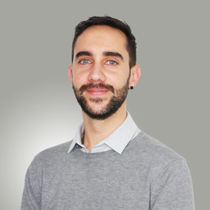 Damien Corre, Assistant commercial