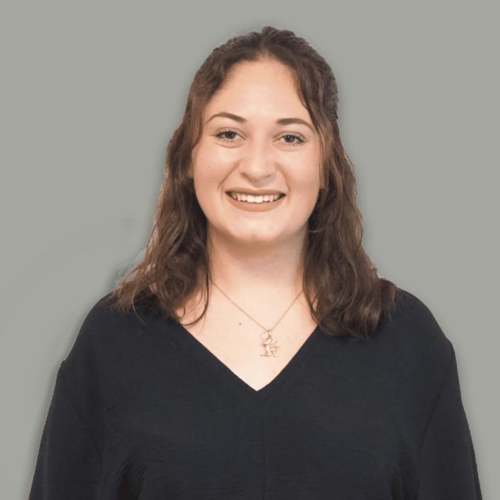 Julia-Rose, Assistante commerciale